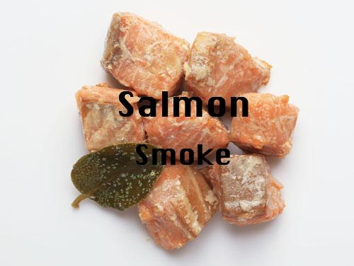 王道の燻製食材「サーモンスモーク」