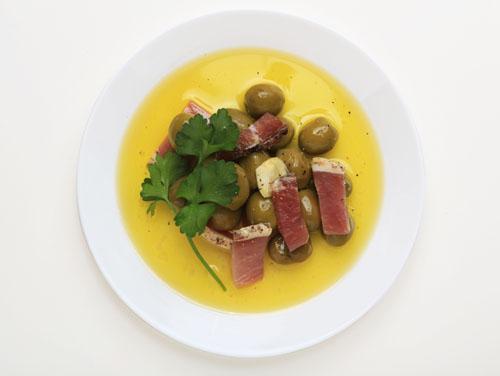 生ハムと燻製オリーブオイル漬